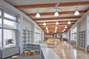 豊野小中学校図書室
