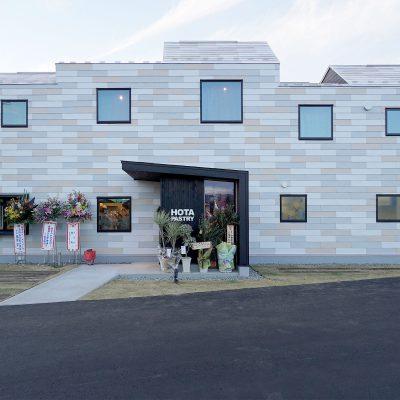 HOTA PASTRYの正面玄関 飯田市育良町の洋菓子店